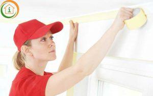 Het plafond voorbereiden door af te plakken